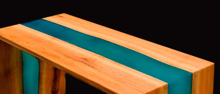 Журнальный столик река из эпоксидной смолы
